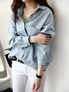 Essential Chambray Shirt paired with White Jeans Style Désinvolte Chic, Style Casual, Mode Style, Her Style, Casual Chic, Casual Outfits, Tomboy Style, Tomboy Fashion, Fashion Outfits
