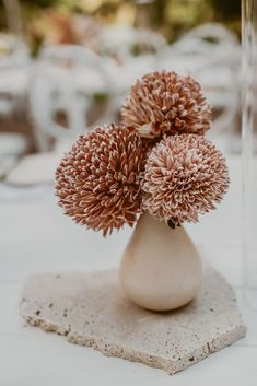 A sentimental wedding spilling with dried foliage and exotic blooms exquisitely styled in desertscape hues. Floral Wedding, Wedding Bouquets, Wedding Flowers, Wedding Colors, Wedding Table, Our Wedding, Wedding Stuff, Vase Design, Floral Design