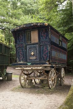 unrestricted stock, Romany vardo at Groombridge Place, photo by me beautiful works made with this stock Gypsy caravan Landscapes - nice day . Gypsy Chic, Gypsy Life, Gypsy Soul, Gypsy Caravan, Gypsy Wagon, Horse Drawn Wagon, Wagons For Sale, Gypsy Living, Tiny House