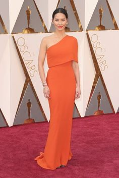Olivia Munn - Oscars 2016: Red Carpet Dresses & Fashion | British Vogue