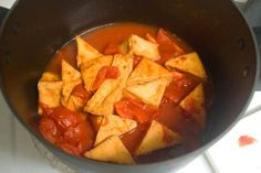 How to Make: Dau Sot Ca Chua (Vietnamese Tofu with Tomato Sauce) | Hungry Huy - Vietnamese Food Recipes & Food Blog. Good, easy Vietnamese vegetarian comfort food.