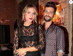 No lançamento da novela 'Sol Nascente', Giovanna Ewbank acompanhou o marido Bruno Gagliasso com look rendado Dolce & Gabbana com lingerie aparente