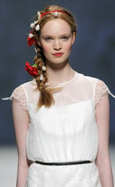 Victorio_&_Lucchino_950582 Corte Y Color, One Shoulder Wedding Dress, Flower Girl Dresses, Wedding Dresses, Bridal Fashion, Barcelona, Runway, Bride, Templates