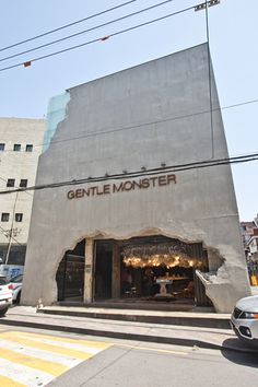 20 Gorgeous Shops Attracting Customers with Impressive Exterior Design – farklifarkli – Join in the world of pin Retail Facade, Shop Facade, Building Facade, Design Entrée, Facade Design, Exterior Design, Commercial Design, Commercial Interiors, Jewelry Store Design