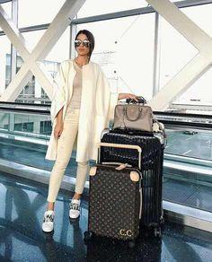 Camila coelho woman over 50 airport travel outfits, airport style, airport Airport Look, Airport Style, Airport Chic, Camila Coleho, Airport Travel Outfits, Airport Fashion, Comfy Airport Outfit, Airport Attire, Outfit Elegantes