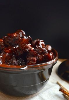 Shanghai-Style Braised Pork Belly (hong shao rou, 红烧肉) is a very famous dish in China. Everyone knows hong shao rou (red cooked pork) is a Shanghai favorite Cooking Wine, Asian Cooking, Food For Love, Asia Food, Braised Pork Belly, Pork Belly Recipes, Pork Dishes, Mets, Asian Recipes