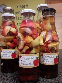 Baked apple liqueur, a tasty recipe with image from the category Liqueur. Summer Drink Recipes, Summer Drinks, Mac And Cheese Rezept, Liqueur, Vegetable Drinks, Baked Apples, Non Alcoholic Drinks, Healthy Eating Tips, Crunches