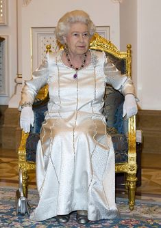 Queen Elizabeth II Photos Photos - Queen Elizabeth II in Abu Dhabi - Zimbio