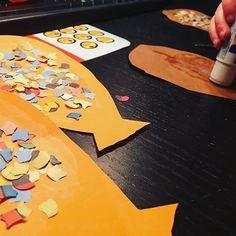 Faschingsdeko aus Tonpapier, Konfetti und Luftschlangen