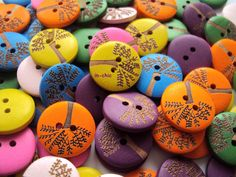 5 x  Wooden Tree of Life Buttons ( various colours)  20mm  (R3D4) - Only 99p