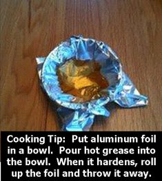 Why didn't I think of that? Put aluminum foil in a bowl, pour the grease in. When it hardens, roll up the foil and throw it out! - think i'll use cling wrap.aluminum foil is too expensive! Diy Cleaning Products, Cleaning Solutions, Cleaning Hacks, Homemade Products, Car Cleaning, Fee Du Logis, Comida Diy, Just In Case, Just For You