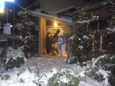 l'atmosfera natalizia esposizione di presepi e cori di montagna