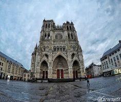 Cosa vedere ad Amiens, la città della cattedrale, di Saint-Leu e di Verne! Saint Leu, Tower Bridge, Notre Dame, Building, Travel, Viajes, Buildings, Destinations, Traveling