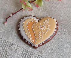 Glazed Gingerbread Heart-Shaped, Made Of Homemade Honey And Hand-Decorated Bílková Topping ~ Perníček - srdce Glazovaný perníček ve tvaru srdce, vyrobený z domácího medu a ručně zdobený bílkovou polevou. Perníček lze na přání zabalit do celofánu. Cena je za 1ks ve velikosti 9cm. Je možný osobní odběr v Praze, jinak perníčky zasílám poštou jako křehké v cenném balíku zabalené v bublinkách. Proto vyšší poštovné. Tento výrobek není určen ke ...