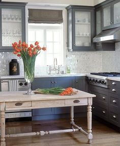 I love the dark grey cabinets and Dove Grey Kitchen table for island Grey Kitchen Cabinets, Painting Kitchen Cabinets, Kitchen Paint, New Kitchen, Kitchen Dining, Kitchen Decor, Dark Cabinets, Kitchen Island, Island Table