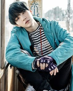 You Never Walk Alone, bts 2017    Yoongi Oppa    loving his black hair with blue highlights