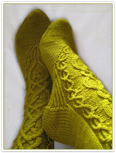 """""""The Daughter Heir of Andor"""" Socks (from The Wheel of Time) Vogue Knitting, Knitting Socks, Hand Knitting, Cable Knitting Patterns, Little Cotton Rabbits, Knit Boots, Cute Socks, Wool Socks, Crochet Shoes"""