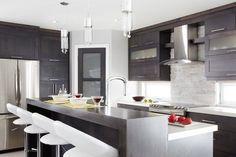 Idée relooking cuisine Lîlot et les armoires de la cuisine de style shaker ont été réalisés en