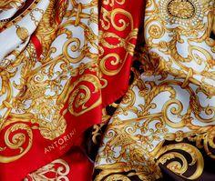 Otisk precizní ruční práce, dokonalý design, to vše promítnuto do luxusního hedvábného základu. Taková je nová kolekce dámských šátků...