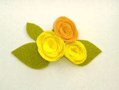Broche de flores en tonos amarillos