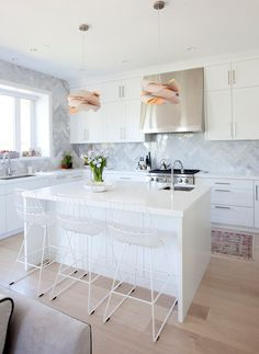 Modern and white by Angela Robinson - desire to inspire - desiretoinspire.net