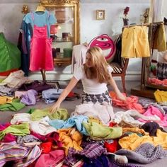 Awesome Alert: Cher Horowitz From Clueless Has Been Coveteurd! Cher Horowitz, Sell Your Clothes Online, How To Sell Clothes, First Date Outfits, Ideas Para Organizar, Vide Dressing, Mood Quotes, Decluttering, Movies Showing