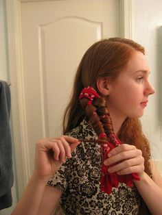 Awesome way to curl your hair--trying this!   bandana 4