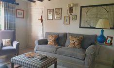 Interior Design Inspiration, Decor Interior Design, Interior Decorating, Country Cottage Interiors, Cosy Room, Lounge Decor, Small Living Rooms, Furniture Decor, Interior And Exterior