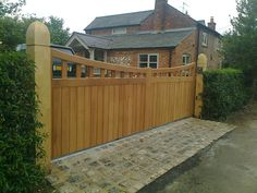 Classic Wooden Gates Will Make Your Home Look Great - The Urban Interior Driveway Gates For Sale, Electric Driveway Gates, Wooden Driveway Gates, Wooden Electric Gates, Electric Sliding Gates, Wood Gates, Wood Fences, Front Gates, Entrance Gates