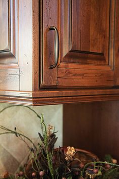 Clean and simple oil rubbed bronze cabinet pulls. ~I'v always said I would never have dark kitchen cupboards but these, these cupboards I would totally do and be thrilled with them~B