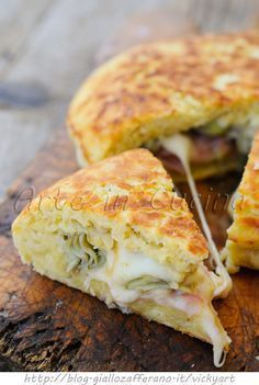 Focaccia potato fast fried with artichokes and provolone vickyart art in the kitchen Wine Recipes, Cooking Recipes, Fingers Food, Easy Appetizer Recipes, Casserole Recipes, Vegetable Recipes, Italian Recipes, Love Food, Snacks