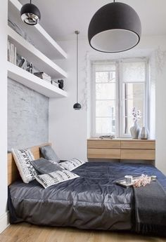 kleines schlafzimmer gestalten farben weiß hellgrau holzmöbel laminatboden