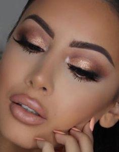40+ Shimmery Eyeshadow Look Ideas 30 #shimmer #makeup #makeuplooks #makeuptutorial #makeuplooksnatural #makeupideas #beauty #beautytips #beautymakeup #beautyhacks #eyeshadow #eyemakeup #eyeline Prom Makeup Looks, Wedding Hair And Makeup, Pretty Makeup, Bridal Makeup, Gold Makeup Looks, Amazing Makeup, Simple Makeup, Makeup Tips, Beauty Makeup