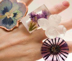 Anillos de resina, cobre y flor natural