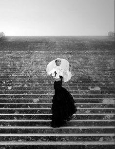 black and white Philip Treacy, Moda Vintage, Vintage Love, Vintage Hats, Vintage Beauty, Retro Vintage, Karl Lagerfeld, Harper's Bazaar, Chanel Resort