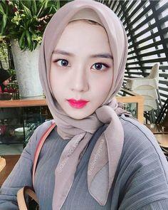 Pin Image by Bunda Hijaber Kpop Girl Groups, Kpop Girls, Beautiful Hijab Girl, Role Player, Blackpink Memes, Asian Makeup, Asian Celebrities, Blackpink Jisoo, Reaction Pictures