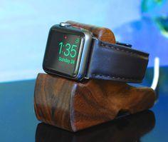 Schuttenworks RIPPLE is het perfecte Apple Watch Dock voor nachtkastje modus MacRumors zegt. Check out hun review op http://www.macrumors.com/review/schuttenworks-ripple-apple-watch-dock/ of Bekijk de reviews van onze klanten hier op Etsy. Is de RIMPEL Apple Watch opladen Stand de perfecte Apple Watch laden oplossing voor als u ook wilt gebruikmaken van uw horloge in het nachtkastje-modus die wordt geleverd met watchOS 2 tijdens het opladen van uw horloge. De richel ...