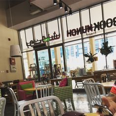 A quaint cafe which serves healthy food and allows you to read your favorite books is a dream come true, but...#dubai #restaurant #review