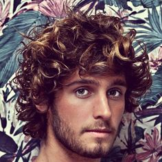 New and Modern Hairstyles and Haircuts for Teenage Boys modern hairstyles medium length; modern hairstyles for men most popular; modern hairstyles for men medium lengths Wavy Hair Men, Long Curly Hair, Curly Hair Styles, Thick Hair, Surfer Hairstyles, 5 Minute Hairstyles, Beach Hairstyles, Popular Mens Hairstyles, Modern Hairstyles