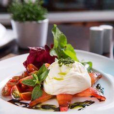 O restaurante Bene Sheraton é o mais novo membro do My Restaurant e nossa sugestão de hoje não poderia ser diferente. O Bene é o local ideal para reunir amigos comemorar aniversários um jantar romântico e aproveitar o melhor que a autêntica cozinha italiana pode oferecer. Tudo isso ainda em um ambiente alegre descontraído e moderno. Não deixe de aproveitar. Saiba tudo sobre o #Bene no nosso site myrestaurant.com.br. by myrestaurant_br http://ift.tt/253MrjG