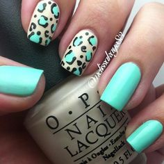 blue and white animal print nails. Love Nails, Pink Nails, How To Do Nails, My Nails, Nail Polish Designs, Cute Nail Designs, Leopard Print Nails, Glamour Nails, Pretty Nail Art
