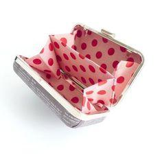 Minaudiere Clamshell clutch gusset & partition - FREE Tutorial!! - U-handblog -