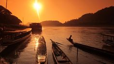 Beautiful sunrise over a tranquil river Beautiful Sunrise, Backpacking, Travel Inspiration, Boats, Dreaming Of You, Cool Pictures, Travelling, Asia, Explore