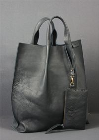 Love this grey leather bag. Tote Handbags, Purses And Handbags, Leather Handbags, Leather Bags, Leather Totes, Leather Backpacks, Leather Purses, Sacs Tote Bags, Duffle Bags