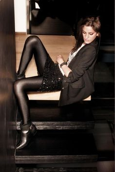 Opaque pantyhose skirts shiny and
