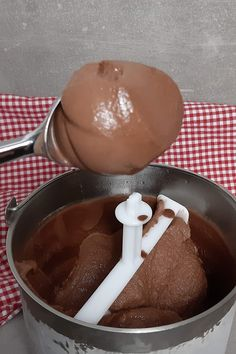 Making Nutella ice cream is easy. You only need 5 ingredients. ice cream Making Nutella ice cream is easy. You only need 5 ingredients. Easy Chocolate Fondue Recipe, Homemade Chocolate, Nutella Recipes, Dessert Simple, Baking Recipes, Cake Recipes, Dessert Recipes, Fondue Recipes, Appetizer Recipes