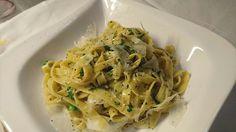 #Tagliatelle #aglio e #olio #prosciutto2pastalicious Spaghetti, Heaven, Pasta, Ethnic Recipes, Food, Sky, Meal, Essen, Hoods
