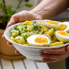 Delicious recipe for Swabian potato salad without mayonnaise. With fresh herbs from the garden. Vegetarian or vegan recipe idea. Perfect for the next grill party or New Year's Eve! Egg Recipes, Salad Recipes, Potato Salad Without Mayo, Chicory Salad, Kinds Of Soup, Deviled Eggs Recipe, Food Places, Fresh Vegetables, Soul Food