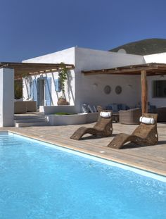 Mediterranean feeling Outdoor Areas, Outdoor Rooms, Outdoor Living, Mediterranean Architecture, Mediterranean Style Homes, Ibiza, Porch And Terrace, Greek House, Villa