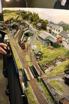 Track Layout Ideas for Your Model Train Train Ho, Ho Train Layouts, Train Miniature, Escala Ho, Model Railway Track Plans, N Scale Model Trains, Electric Train Sets, Train Pictures, Ho Trains